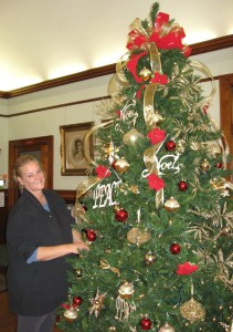 decorating the tree 2014 (3)
